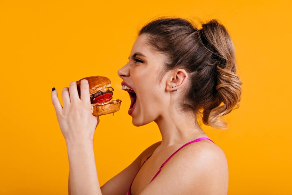 3 ações práticas para combater a compulsão alimentar